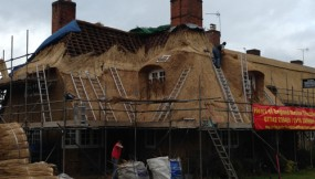 Re-thatch in Ashby St Ledgers