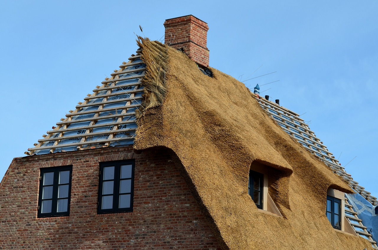 How long should a thatch roof last